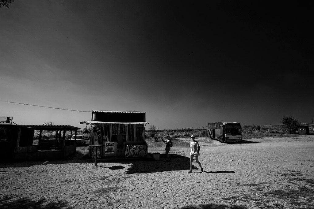 Тамань. Автобусы и туристы. Фото Андрей Бондаренко