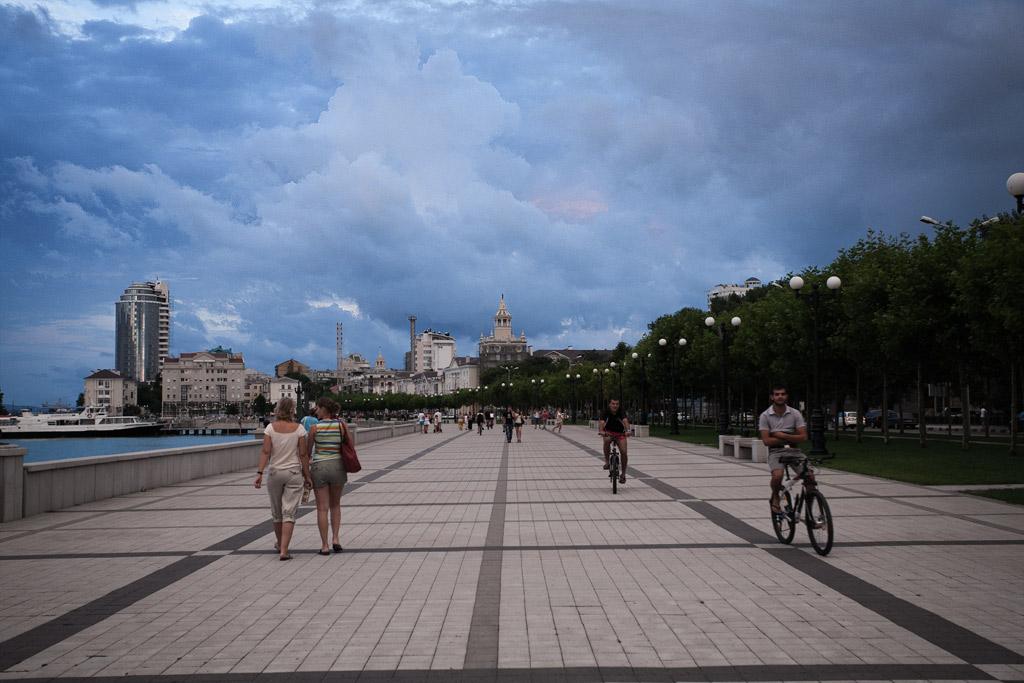 Новороссийск. Набережная Серебрякова вечером. фото Андрей Бондаренко