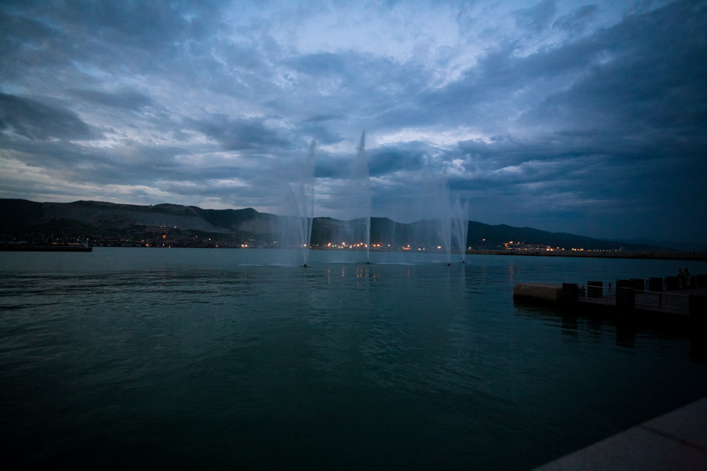 Новороссийск. Морские фонтаны ночью. фото Андрей Бондаренко