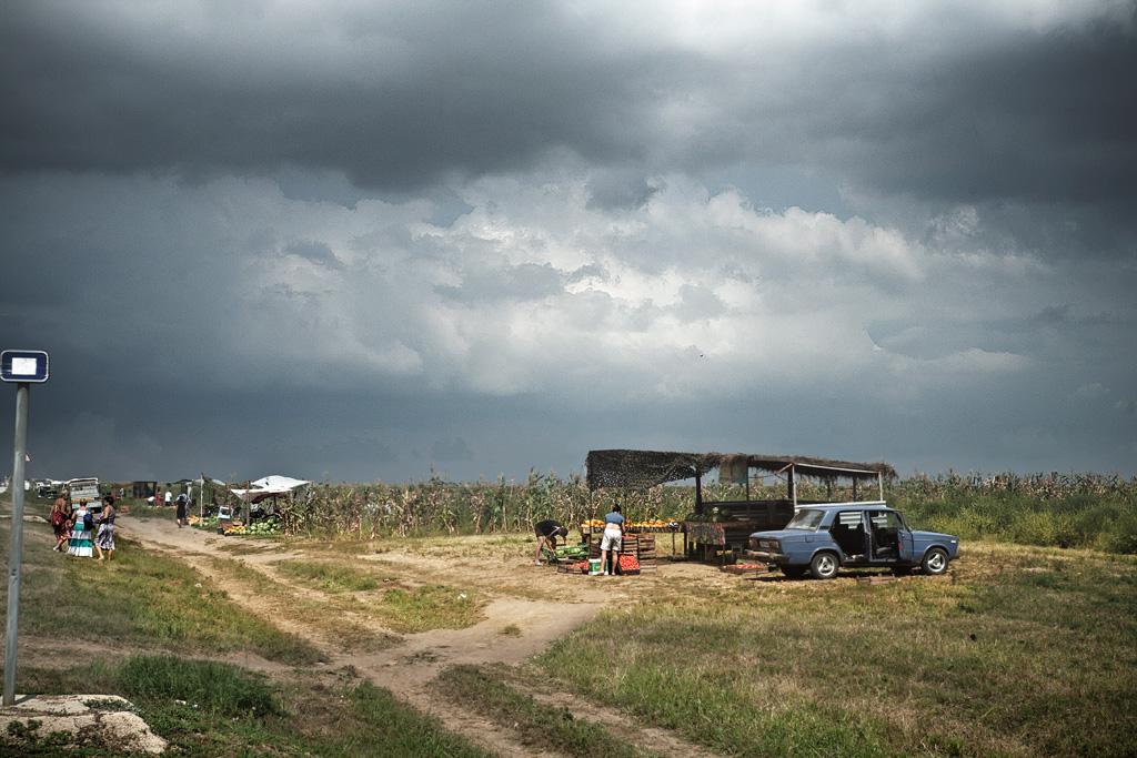 Тамань. Продажа арбузов и дынь у дороги. Фото Андрей Бондаренко
